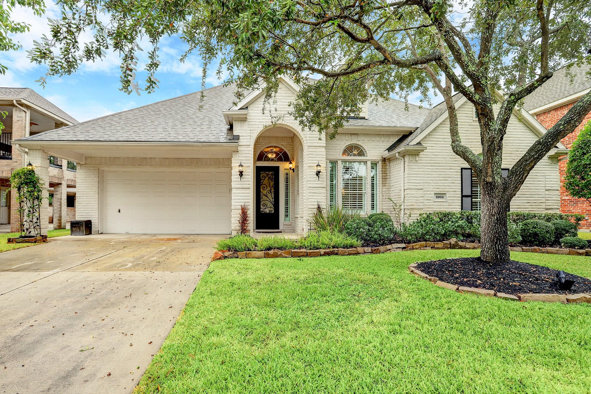8903 Ballinger Drive Property Photo - Houston, TX real estate listing