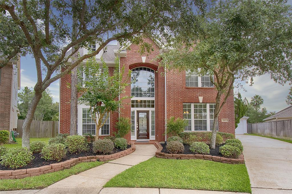 3304 Walnut Cove Court Property Photo - Friendswood, TX real estate listing