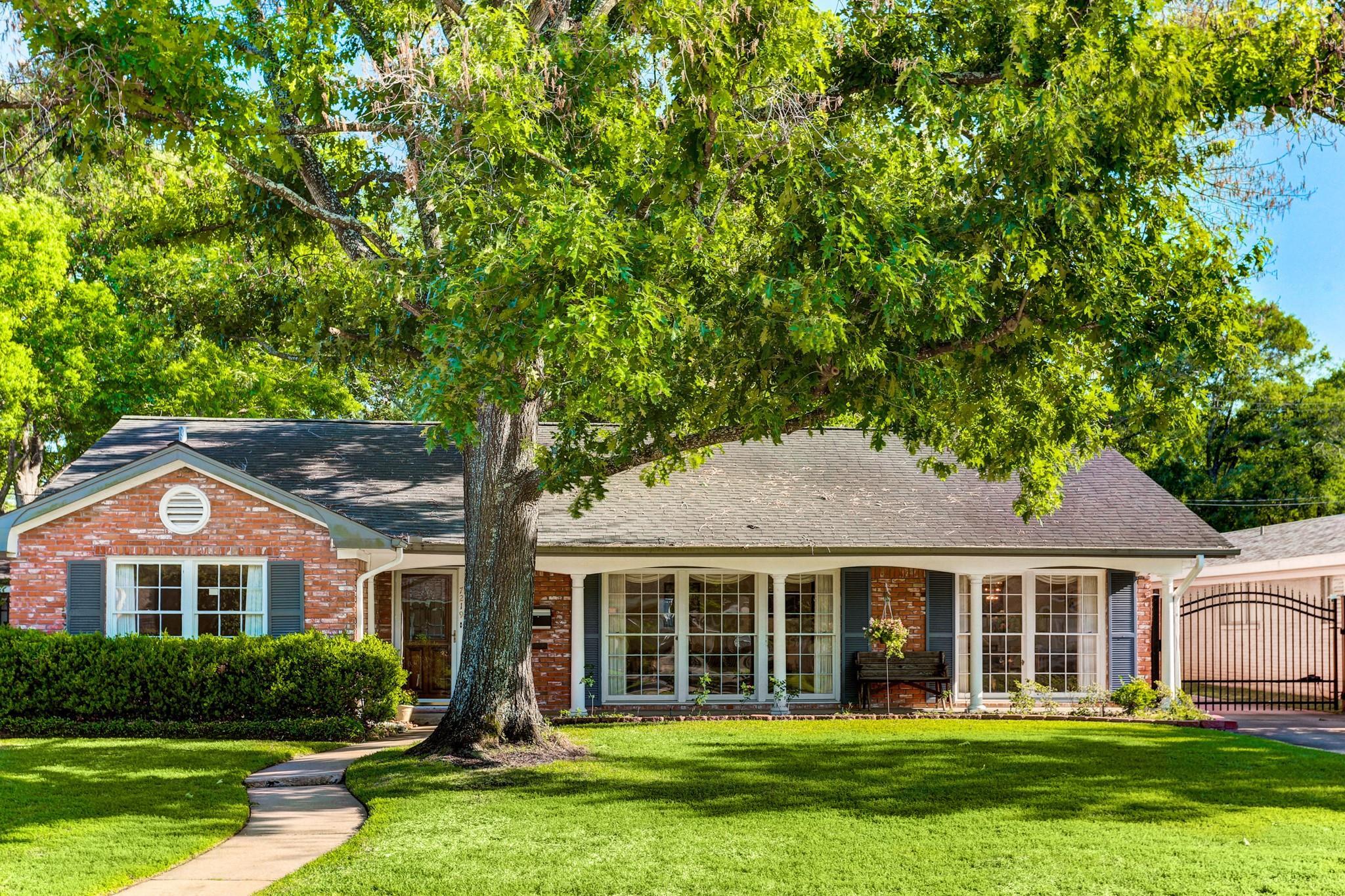 7219 Hartland Avenue Property Photo