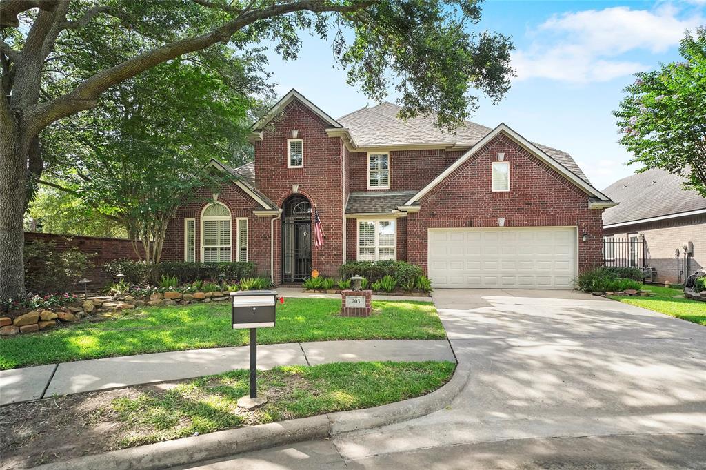 203 Bay Bridge Drive Property Photo - Sugar Land, TX real estate listing