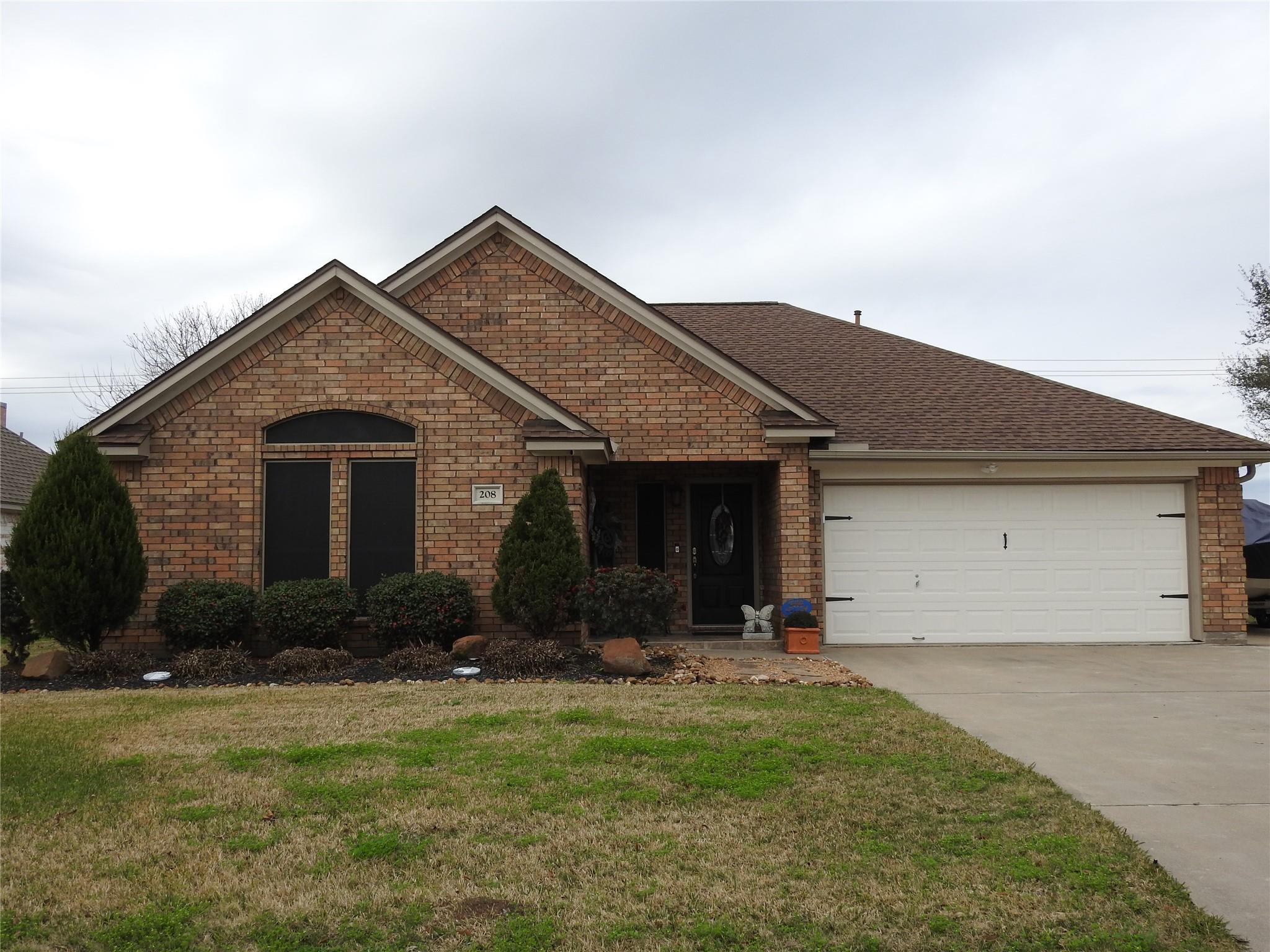 208 Lexington Avenue Property Photo - Clute, TX real estate listing