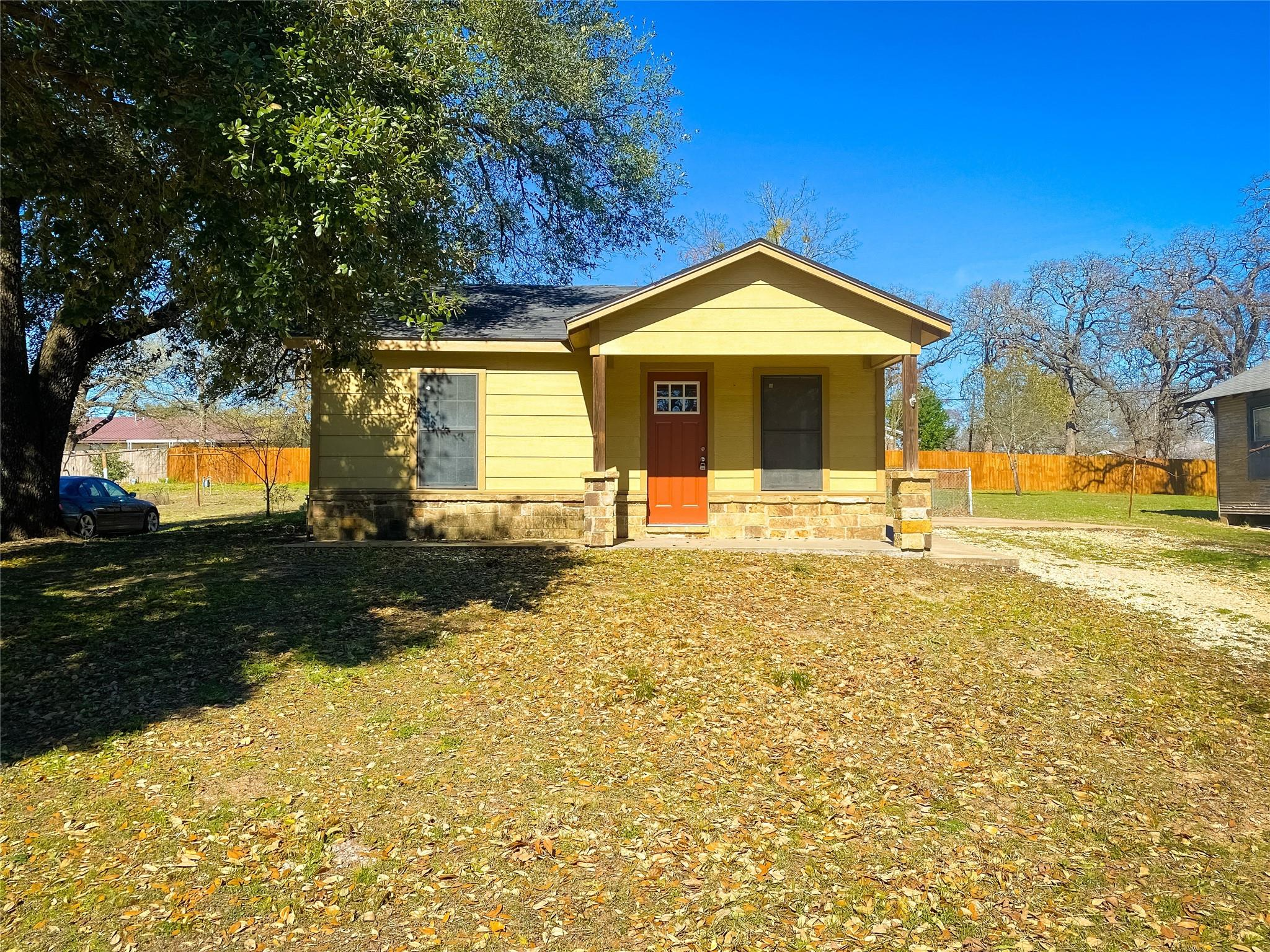 205 E Davis Street Property Photo - Hearne, TX real estate listing
