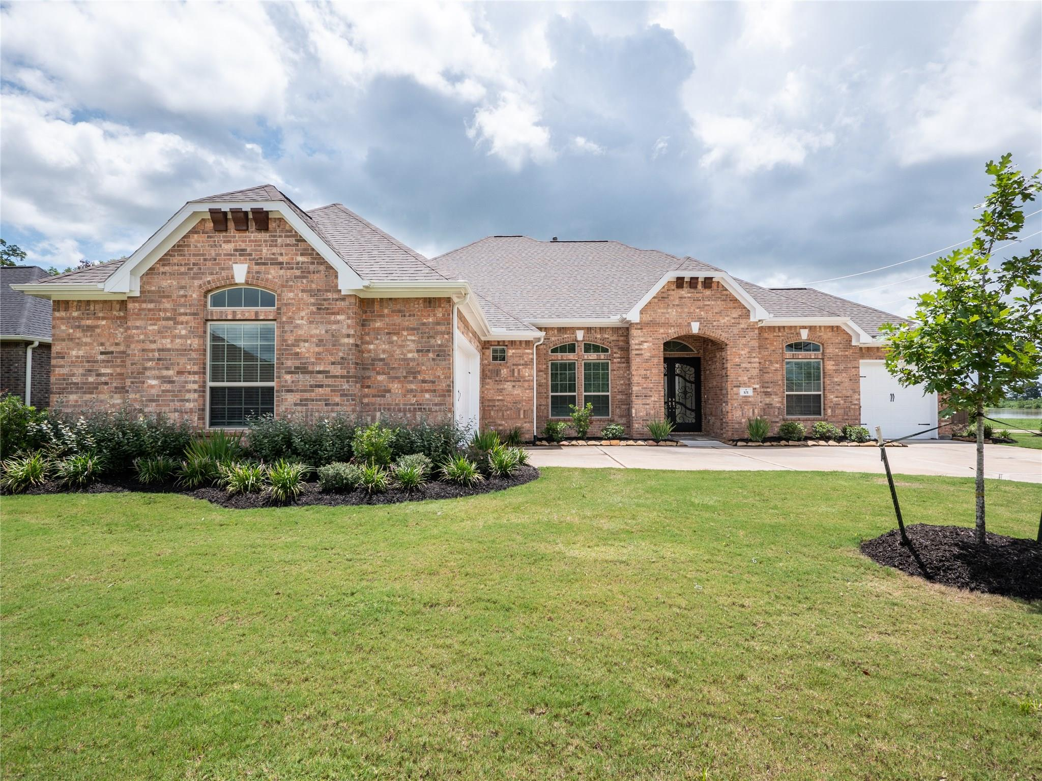 101 Lakeshore Court Property Photo - Clute, TX real estate listing
