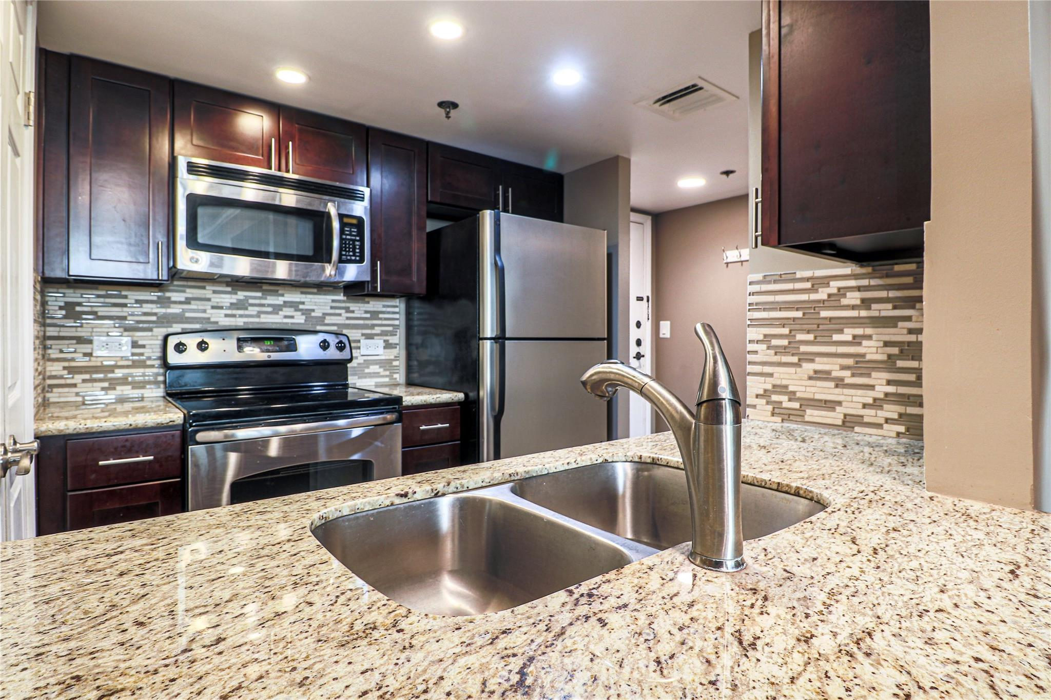 3525 Sage Road #801 Property Photo - Houston, TX real estate listing