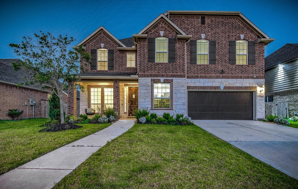 2319 Dolan Falls Lane Property Photo - Pearland, TX real estate listing