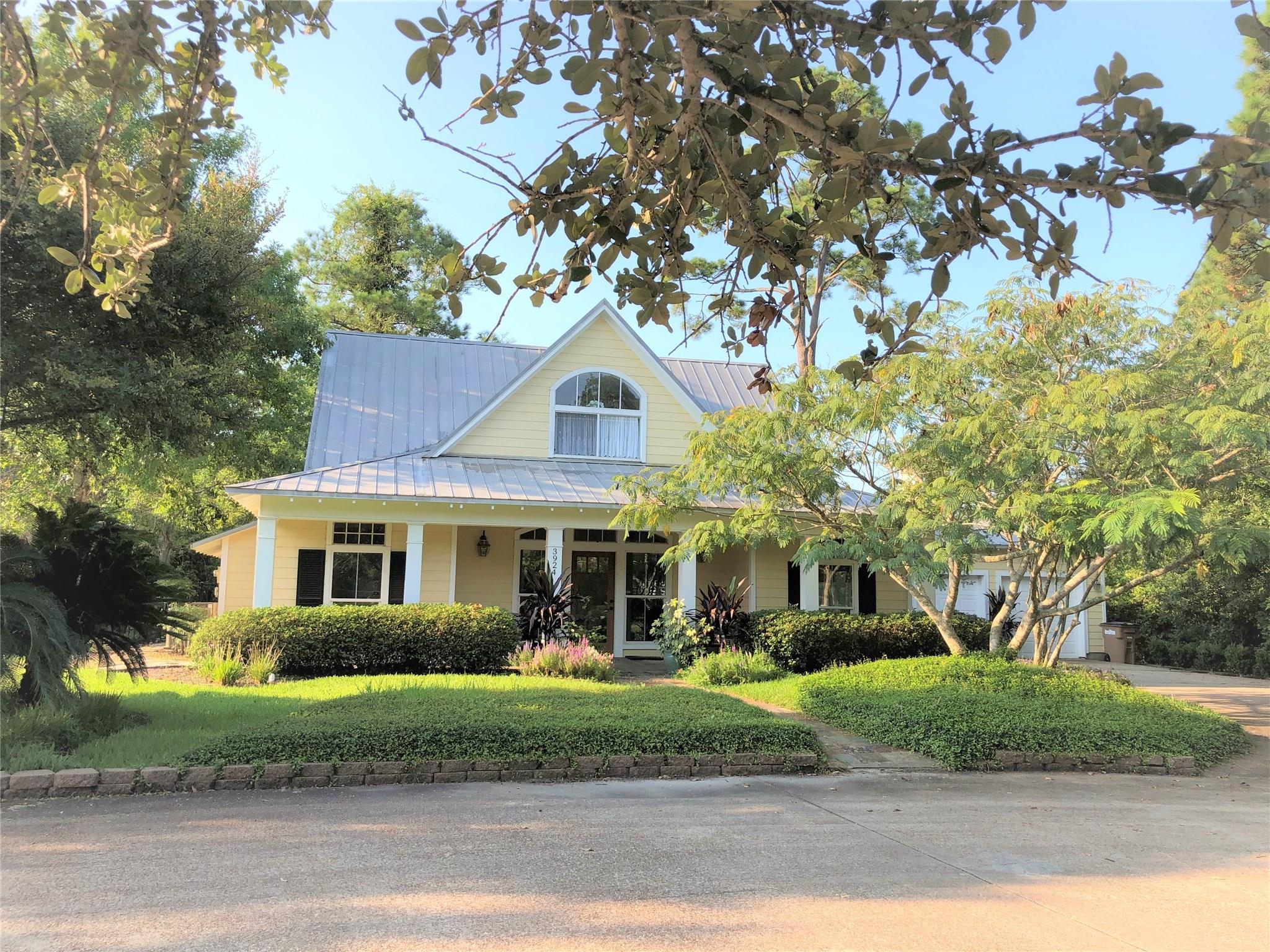 3924 Amanda Drive Property Photo - Dickinson, TX real estate listing