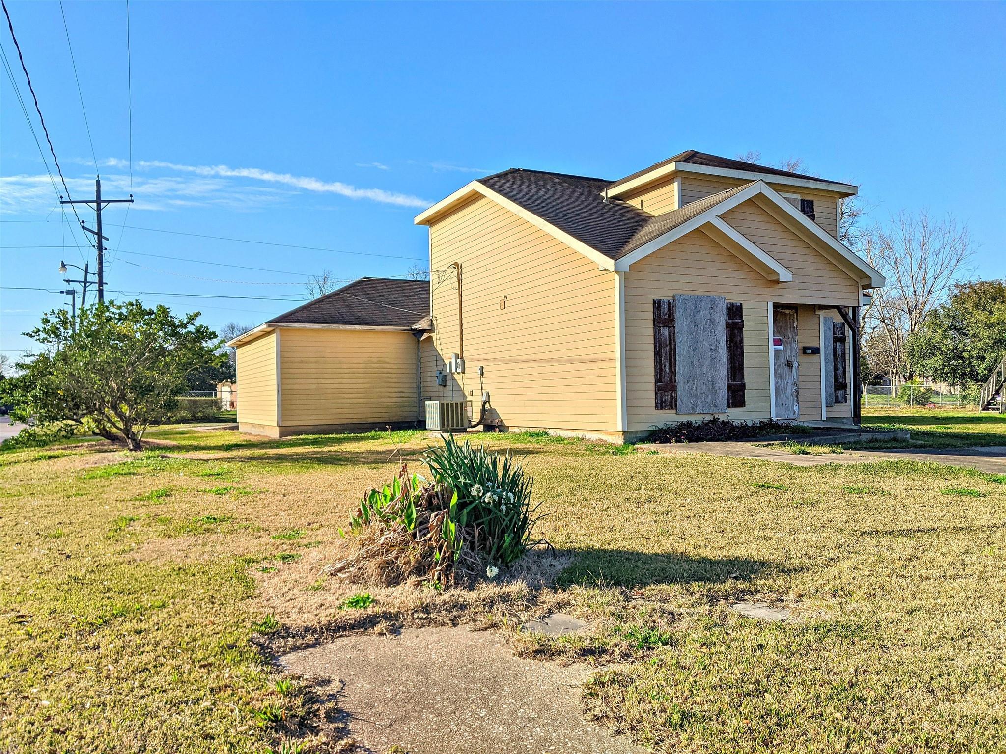 890 Jackson Street Property Photo - Beaumont, TX real estate listing