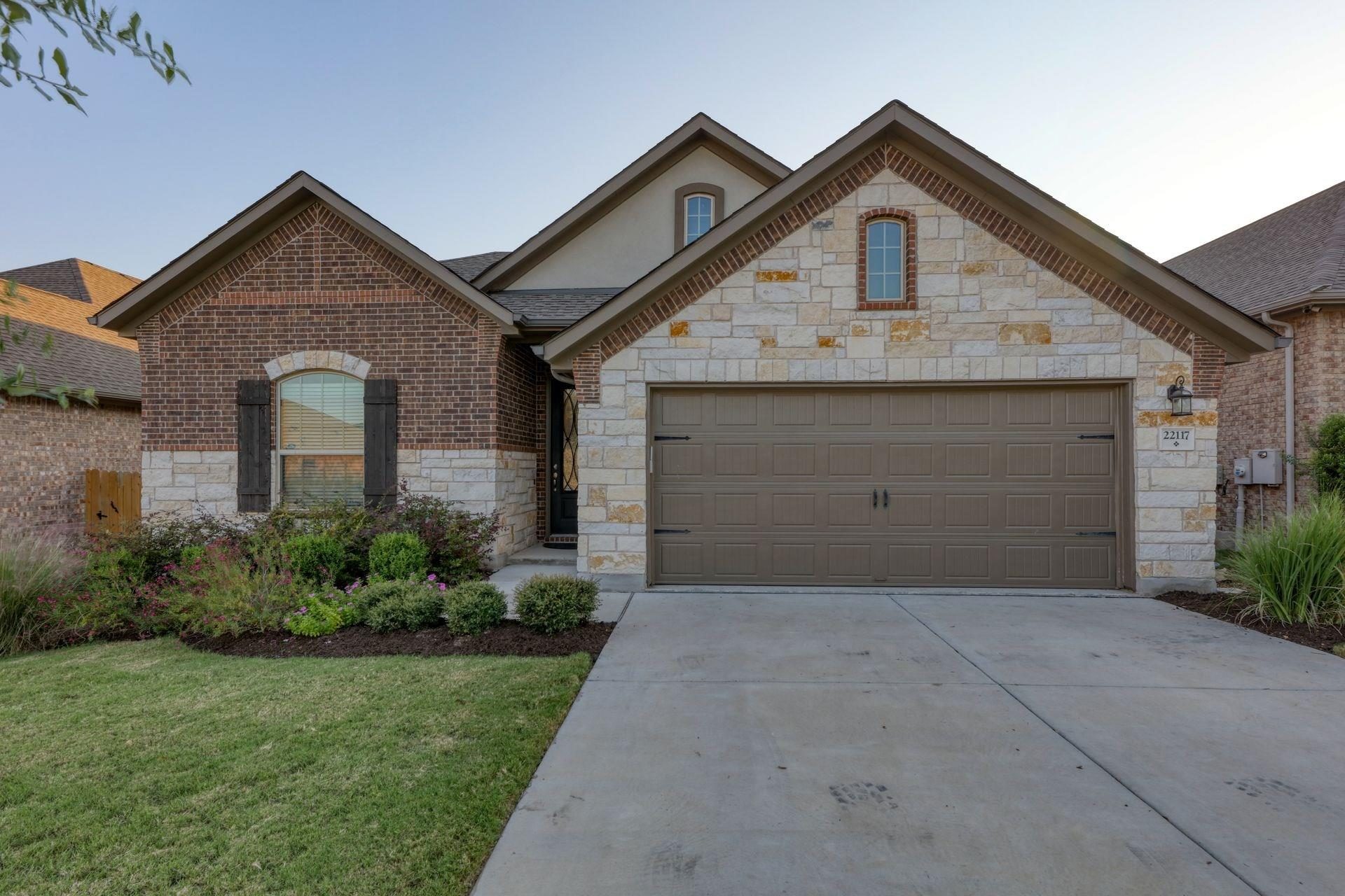 22117 Cross Timbers Bend Property Photo - Lago Vista, TX real estate listing