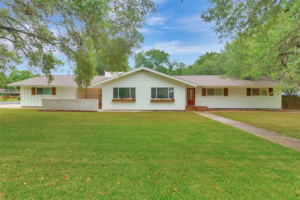 509 Bucek Street Property Photo - Schulenburg, TX real estate listing