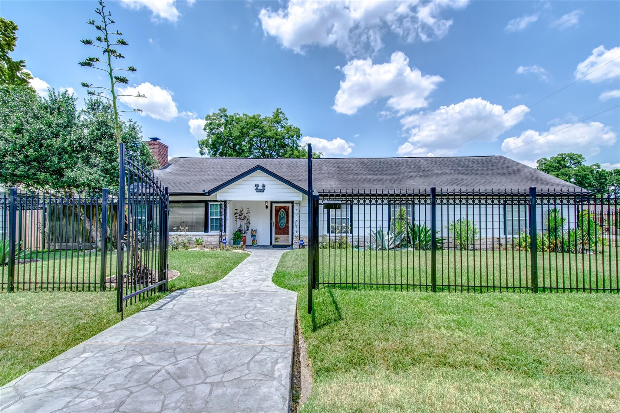 71 Burress Street Property Photo - Houston, TX real estate listing