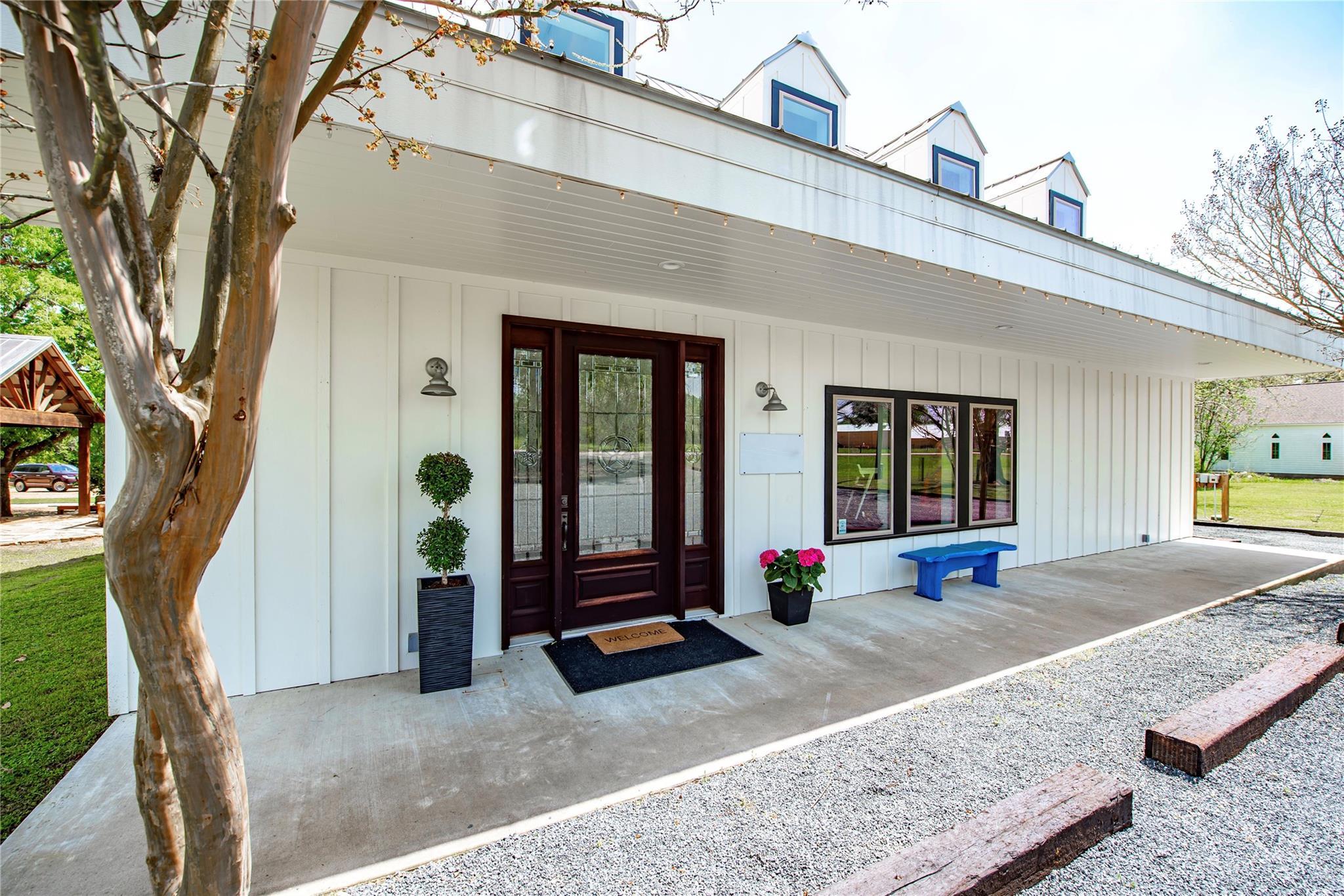 453 N Washington Property Photo
