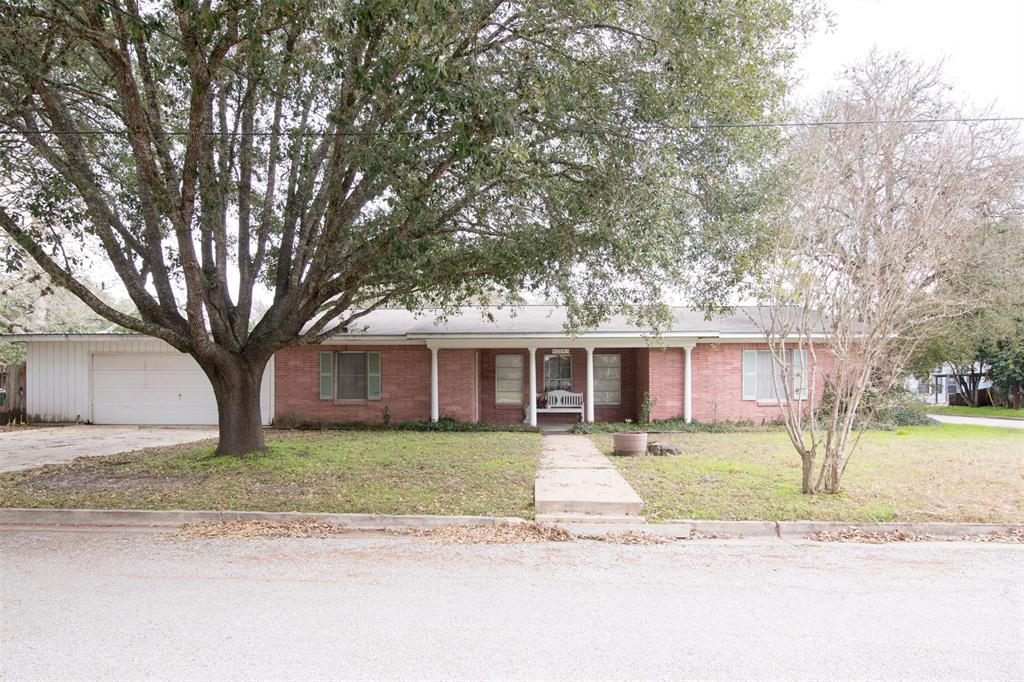 304 Jahnke Street Property Photo - Gonzales, TX real estate listing