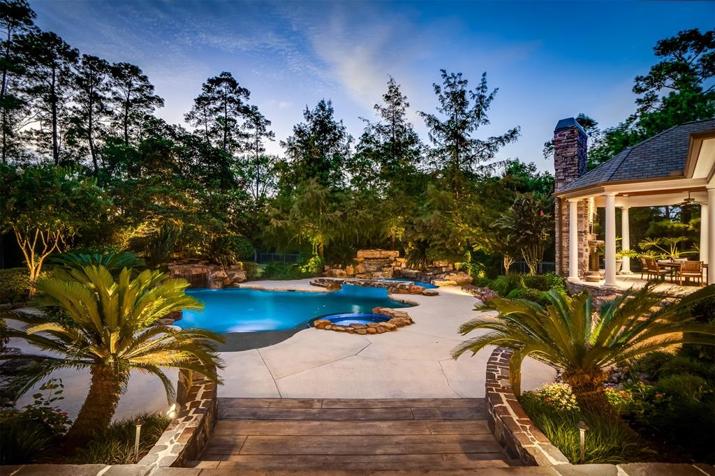 19 Grand Regency Circle Property Photo - The Woodlands, TX real estate listing
