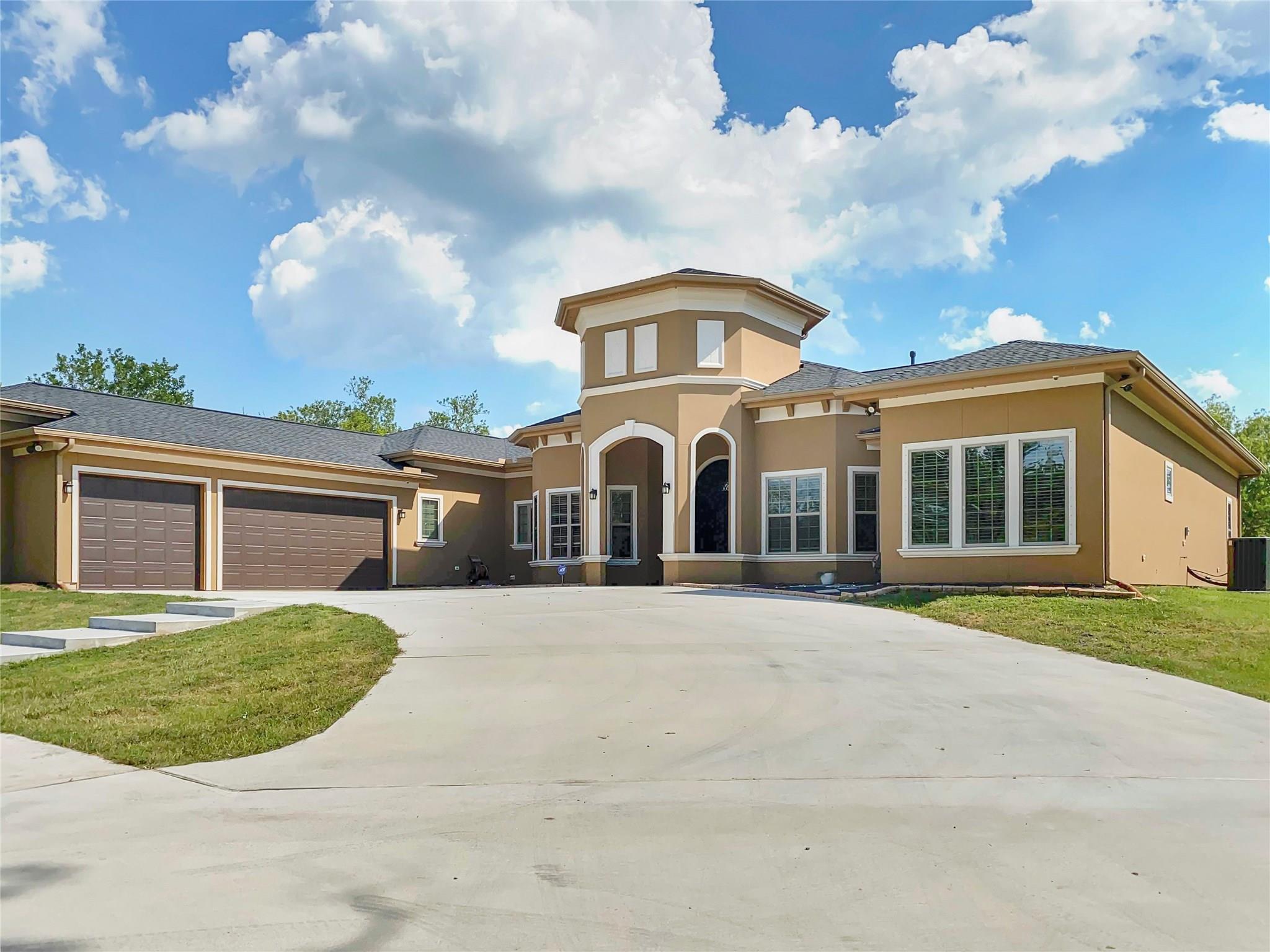 307 Rabbit Trail Property Photo - Lake Jackson, TX real estate listing