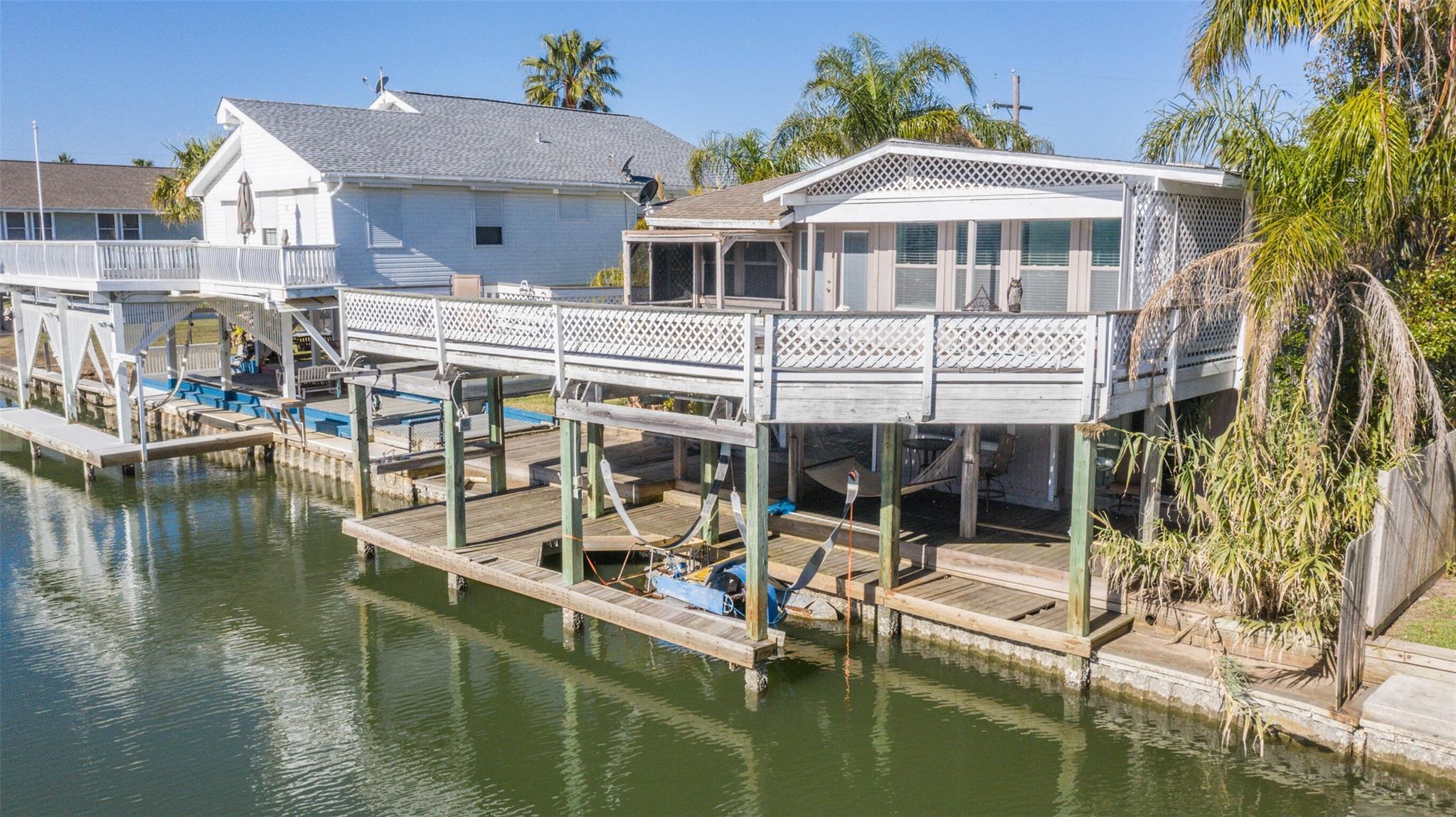16607 Flounder Way Property Photo - Jamaica Beach, TX real estate listing