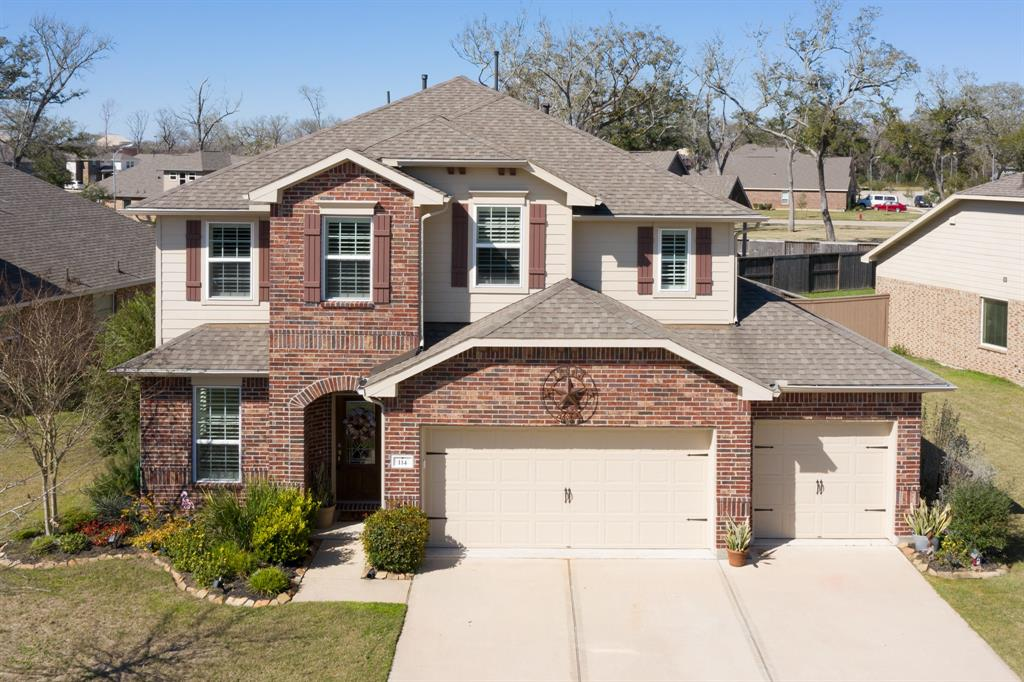 114 Meadow Ridge Way Property Photo - Clute, TX real estate listing