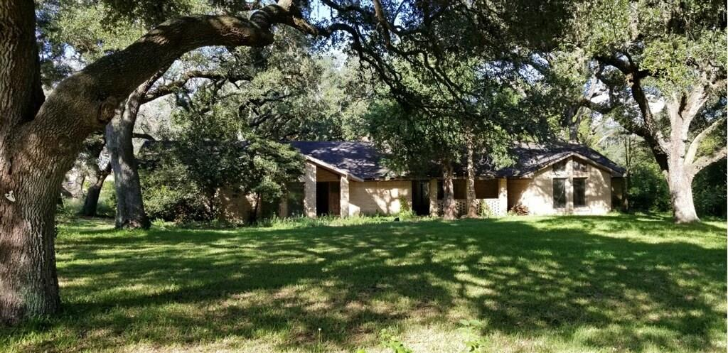 1208 Lakeside Drive, Eagle Lake, TX 77434 - Eagle Lake, TX real estate listing