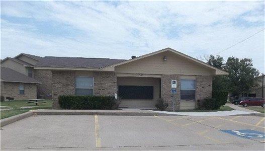 501 W Criner Street Property Photo - Grandview, TX real estate listing