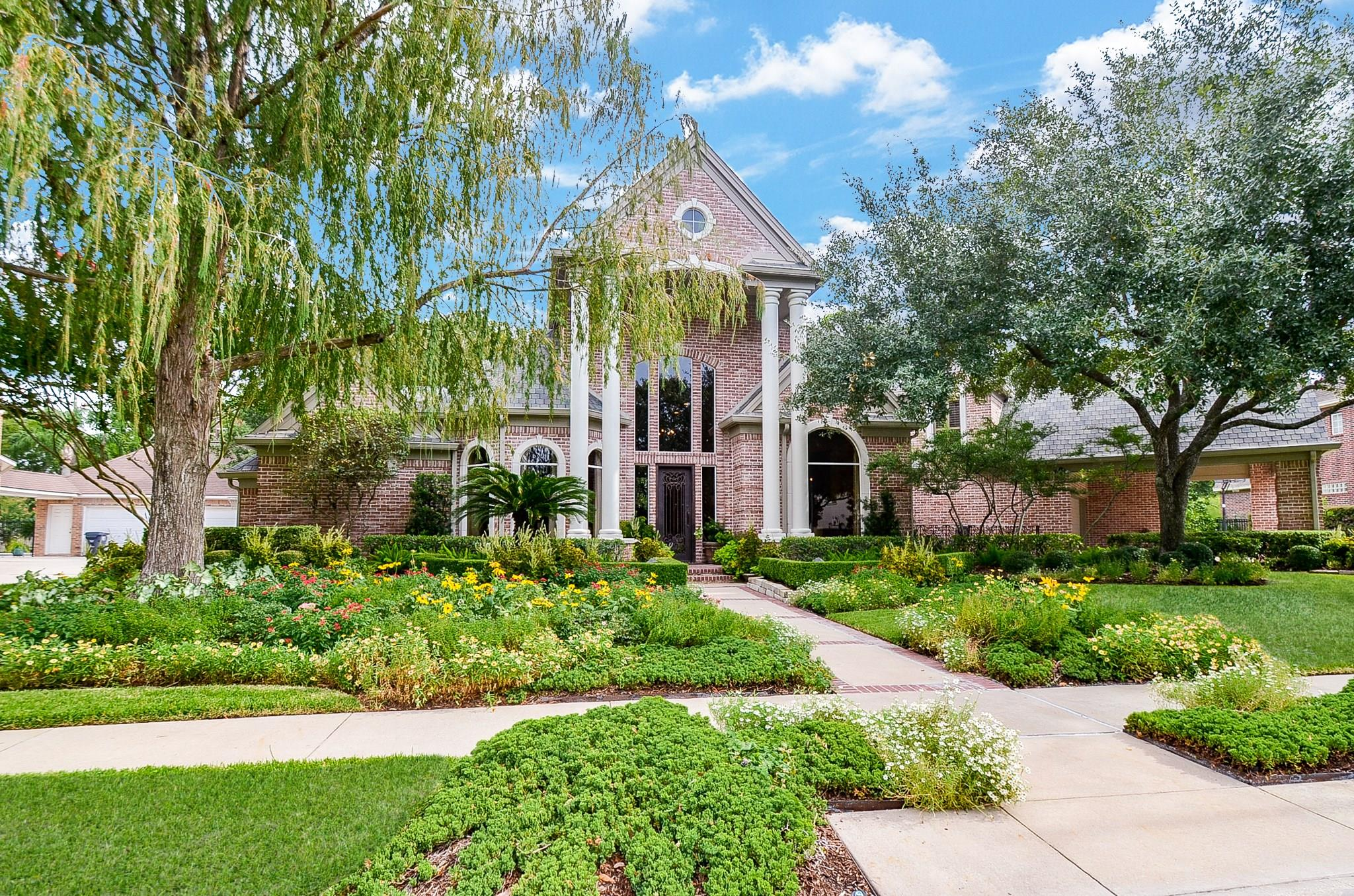 8630 Wyndham Village Drive Property Photo - Jersey Village, TX real estate listing