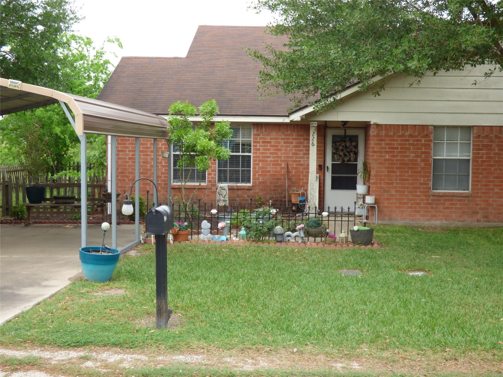 226 Hunters Lane Property Photo - Eagle Lake, TX real estate listing