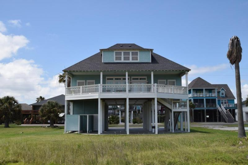 3284 Prides Way Property Photo - Crystal Beach, TX real estate listing
