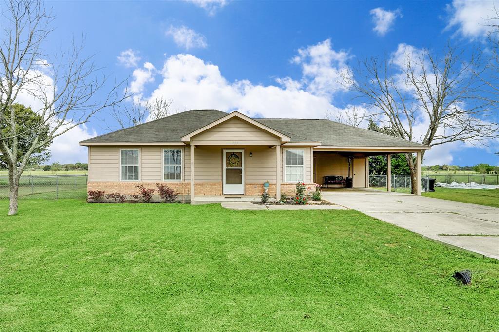 715 Lakeview Drive, Wallis, TX 77485 - Wallis, TX real estate listing