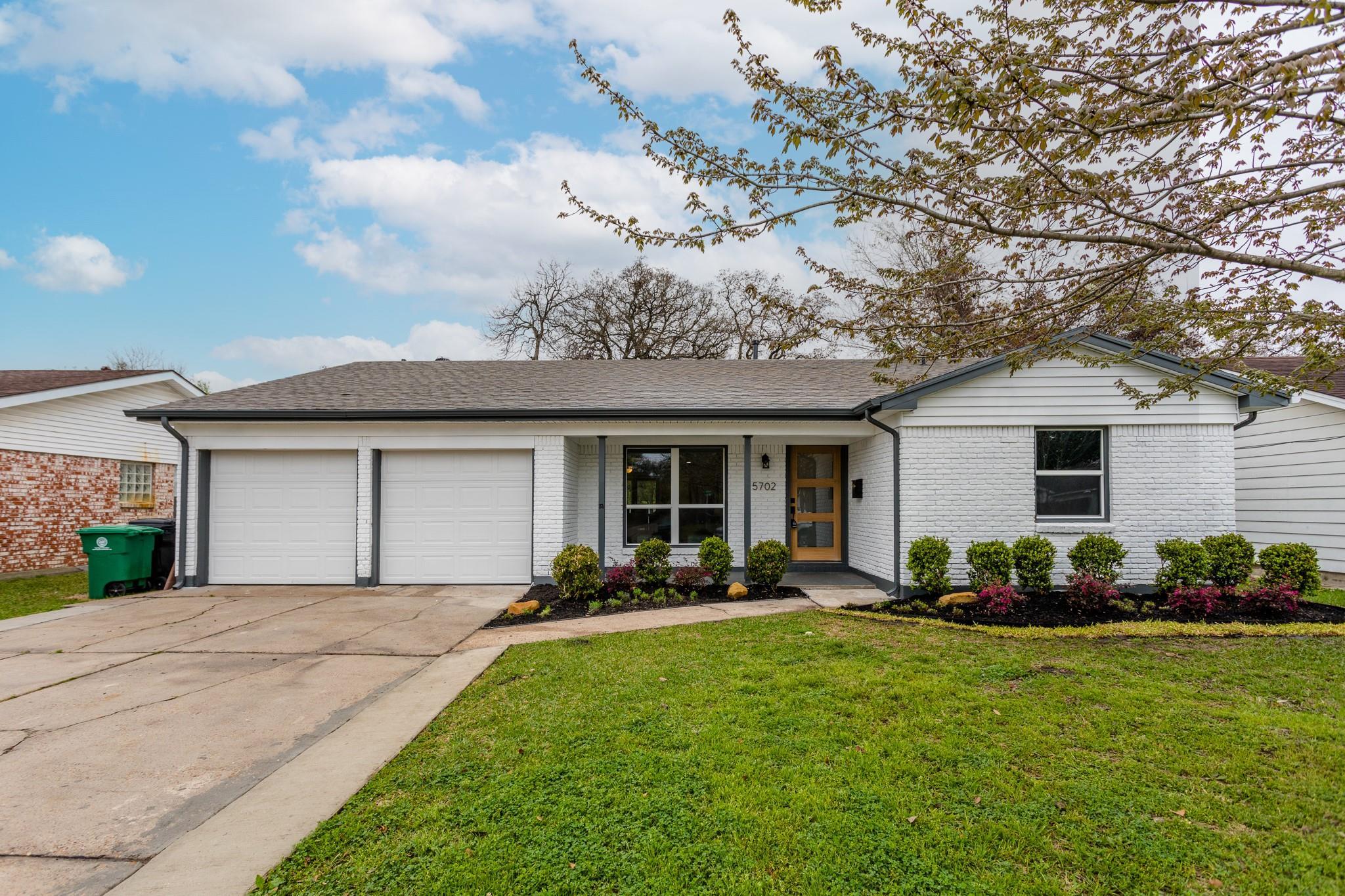 5702 Saxon Drive Property Photo