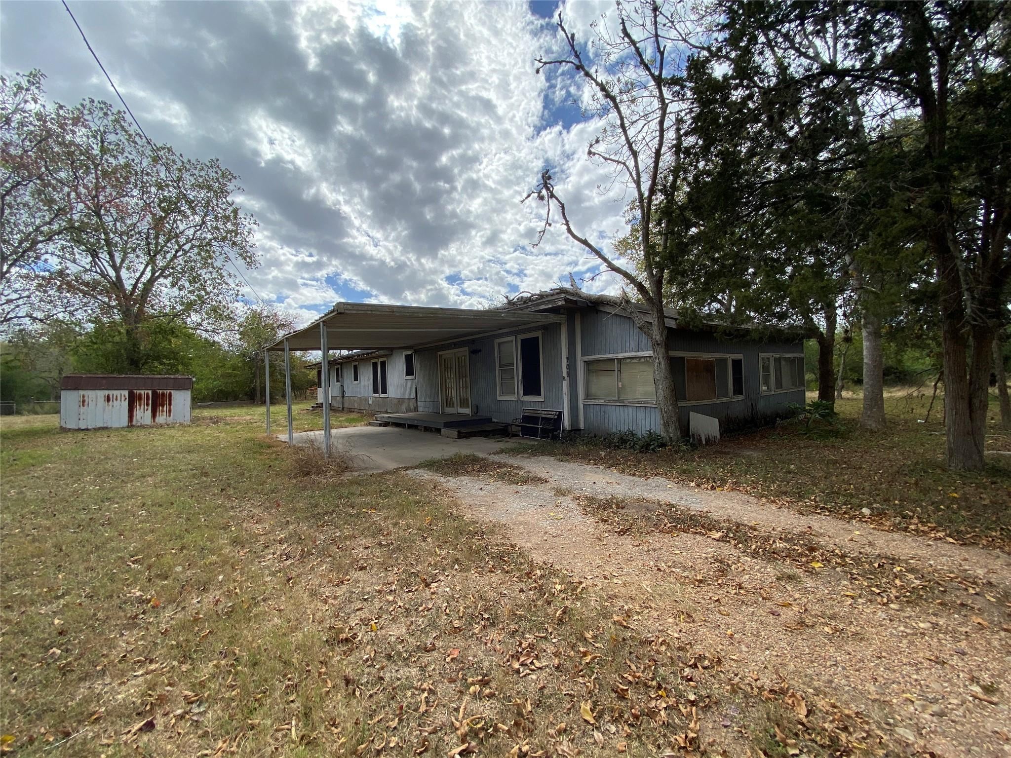 705 W Ash Street Property Photo - Edna, TX real estate listing