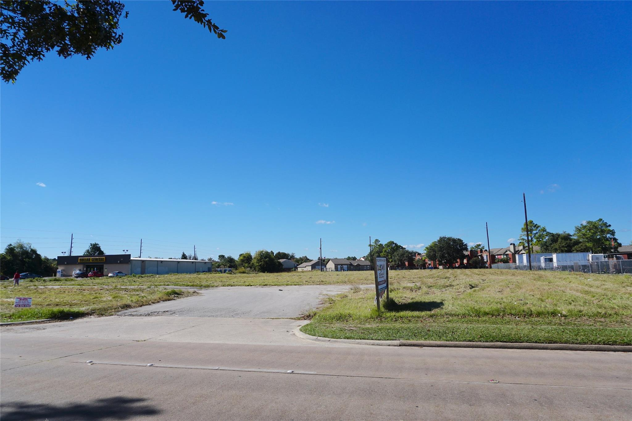 15045 Ella Boulevard Property Photo