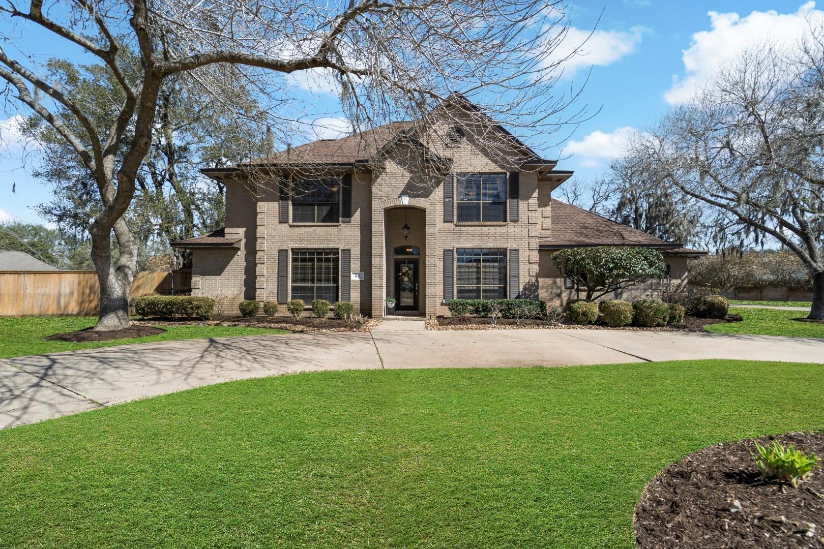 59 Chesswood Court Property Photo - Lake Jackson, TX real estate listing