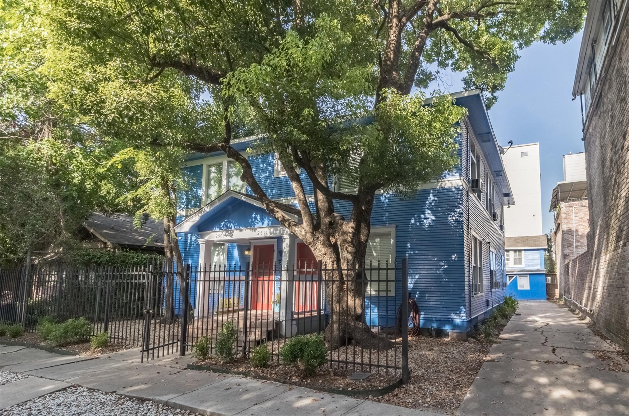 2509 Whitney Street Property Photo 1