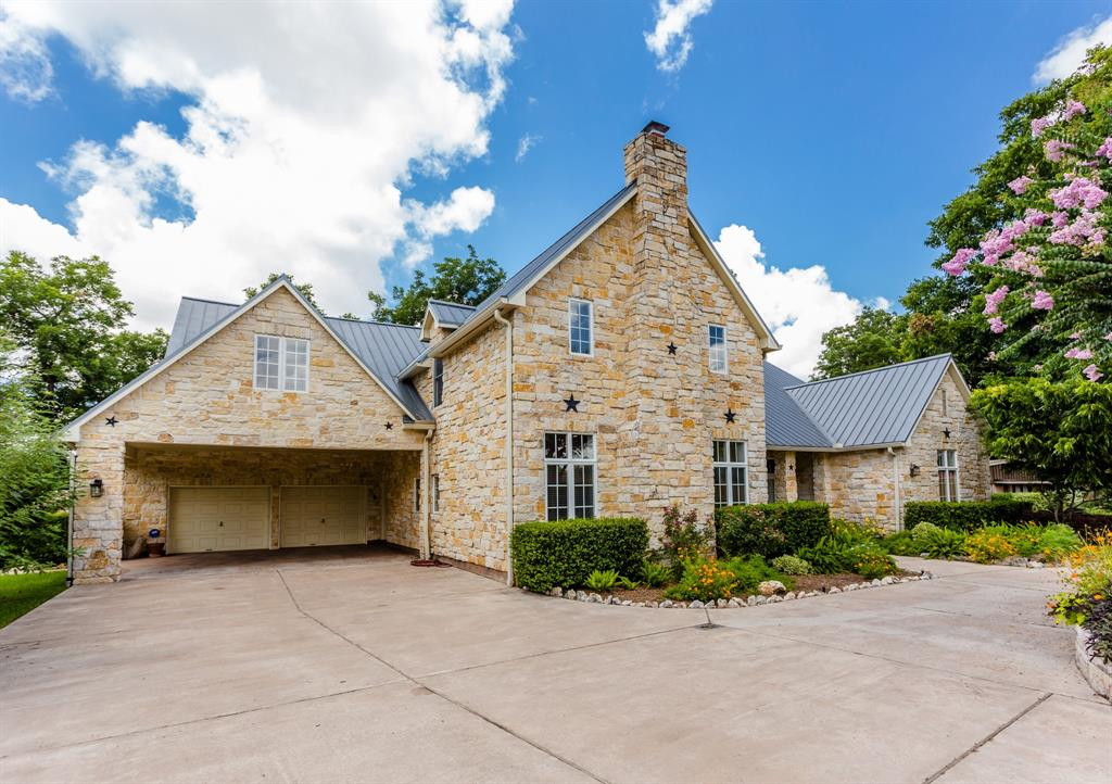 818 Neal Drive Property Photo - Sugar Land, TX real estate listing