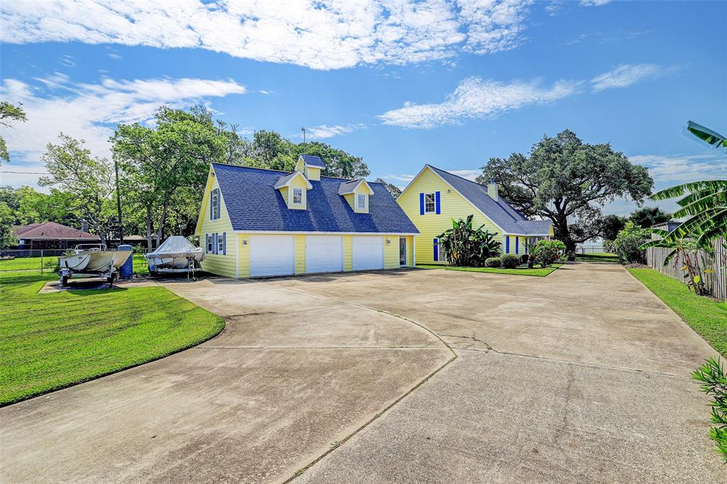 8426 Ocean Drive Property Photo - Beach City, TX real estate listing