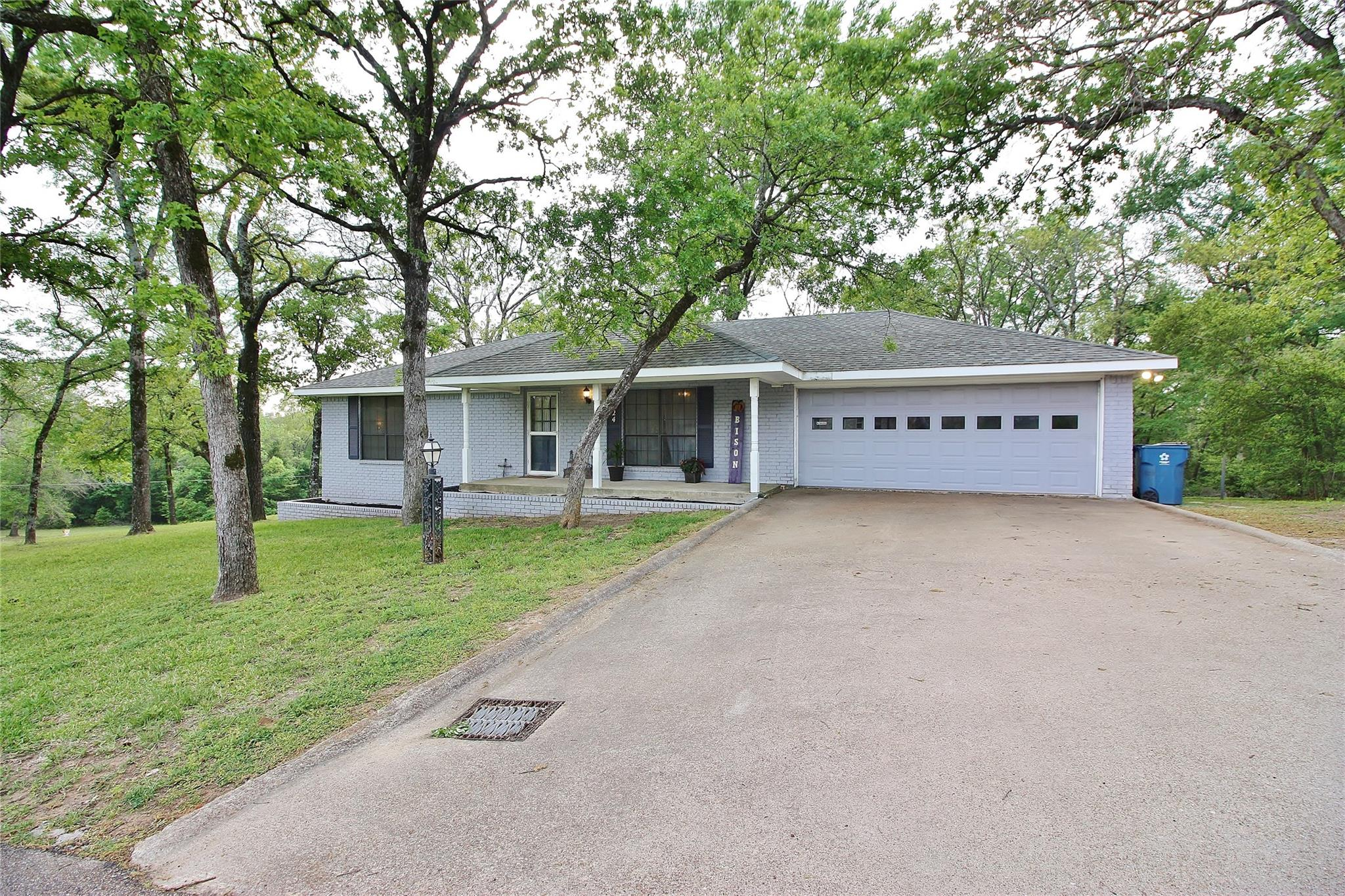 124 Chatham Street Property Photo - Buffalo, TX real estate listing