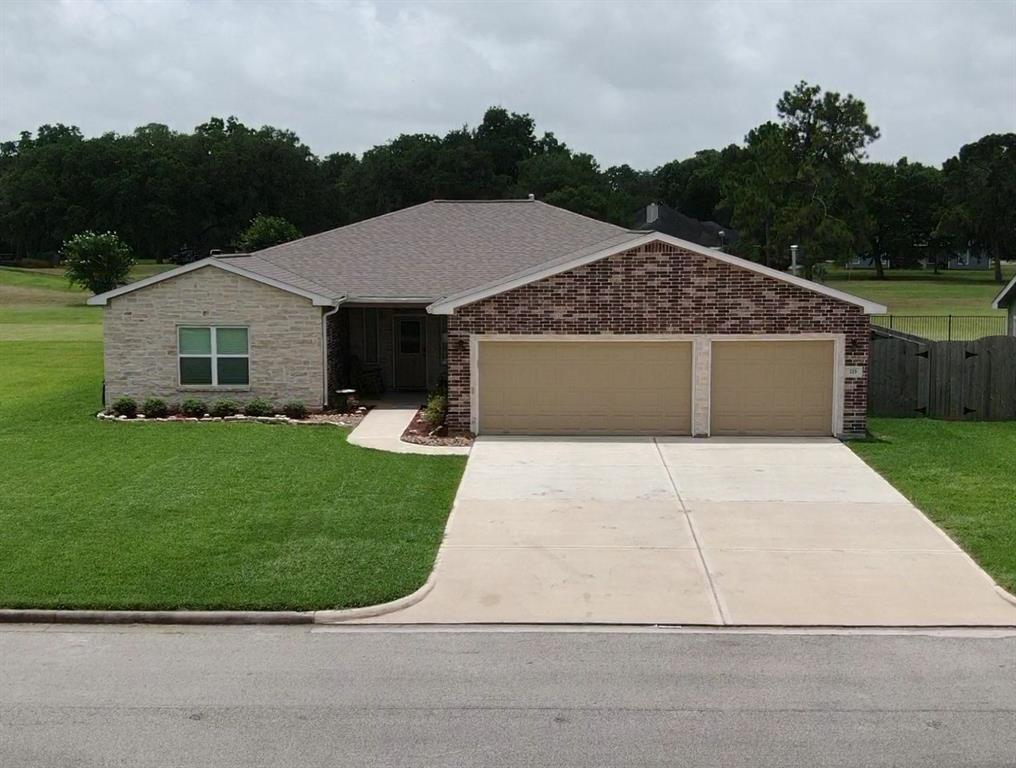 215 Mossy Meadow Drive Property Photo - West Columbia, TX real estate listing