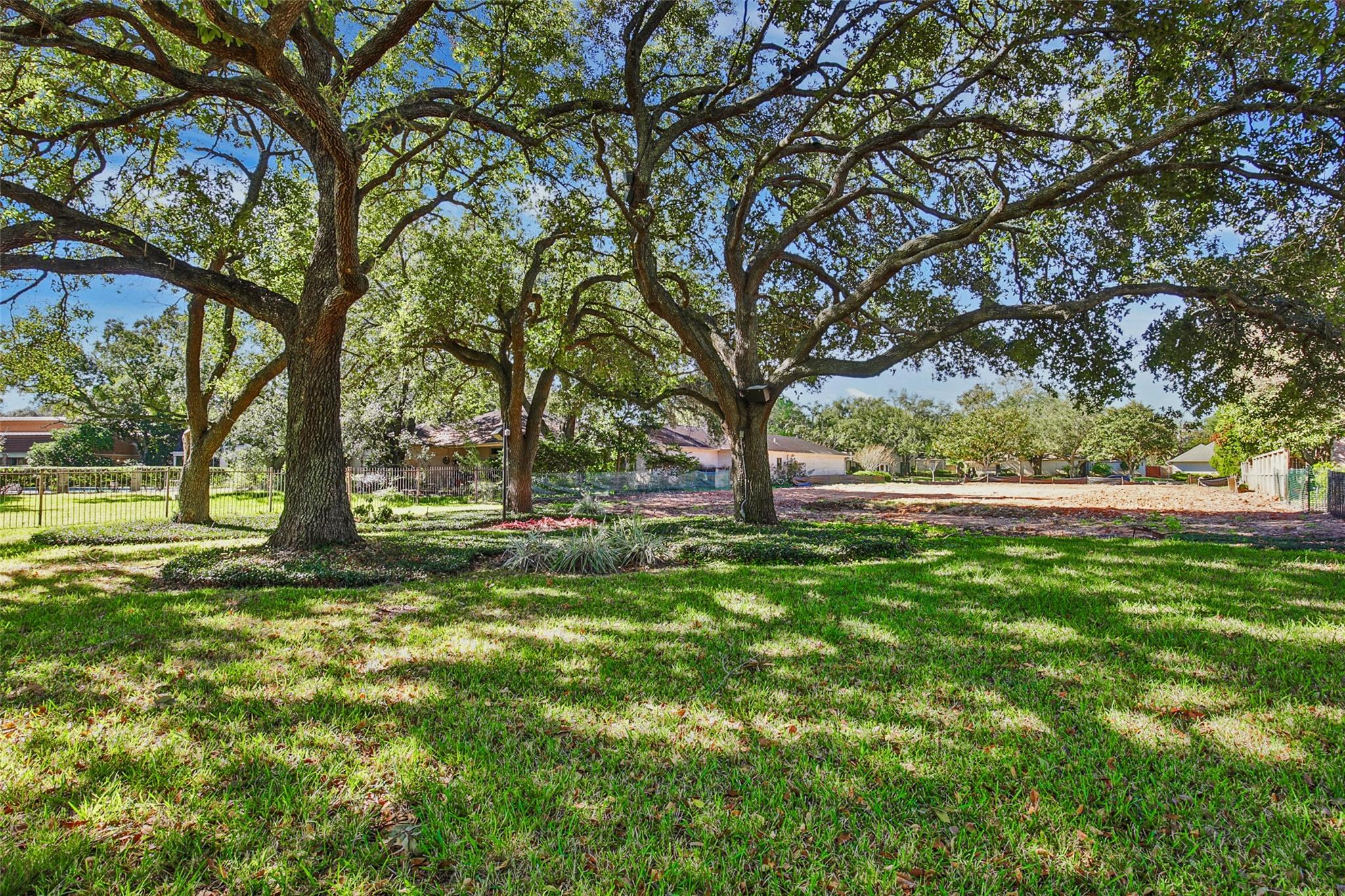 2306 Country Club Boulevard Property Photo - Sugar Land, TX real estate listing