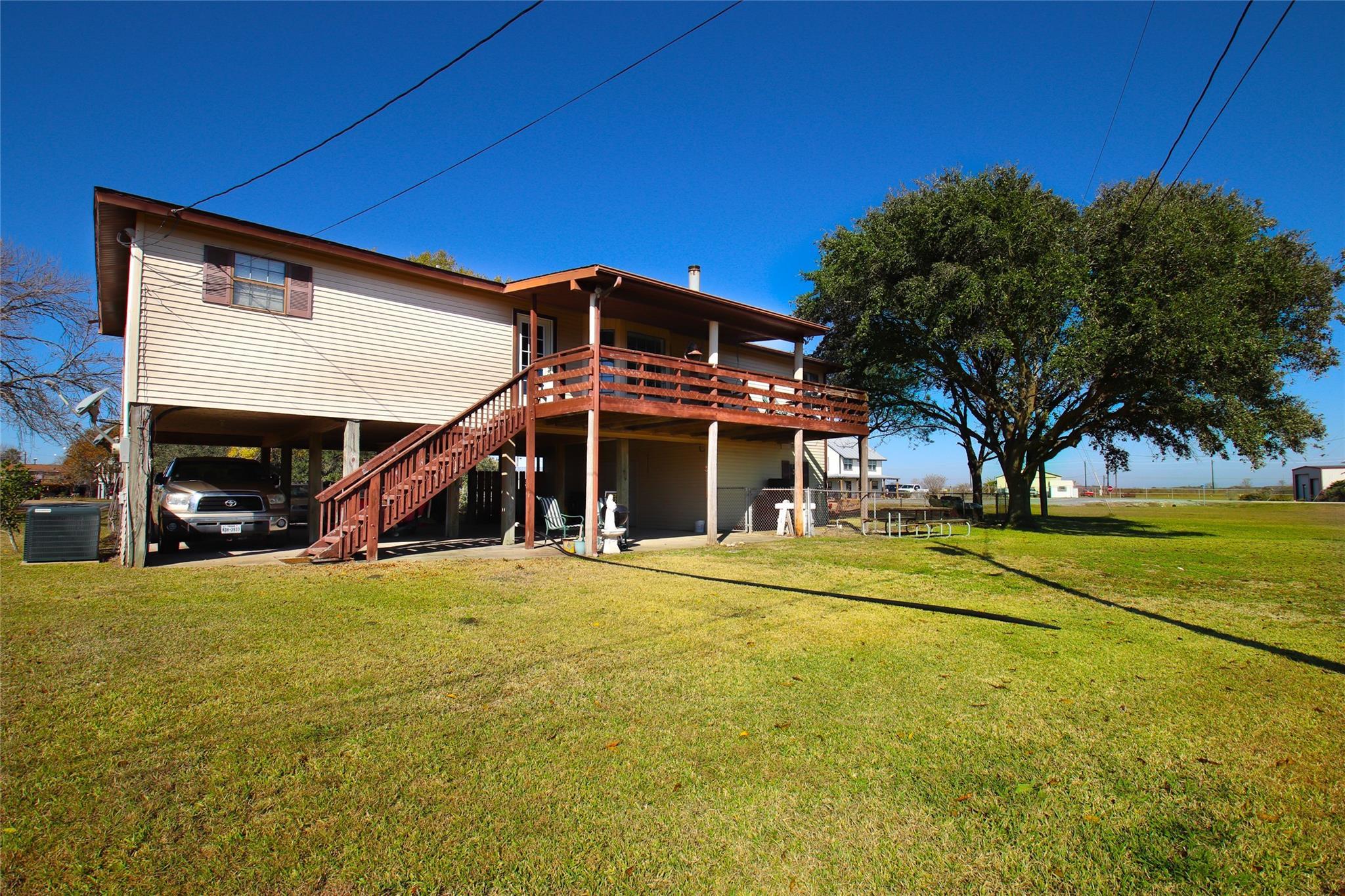 2072 Bayview Drive Property Photo - Palacios, TX real estate listing
