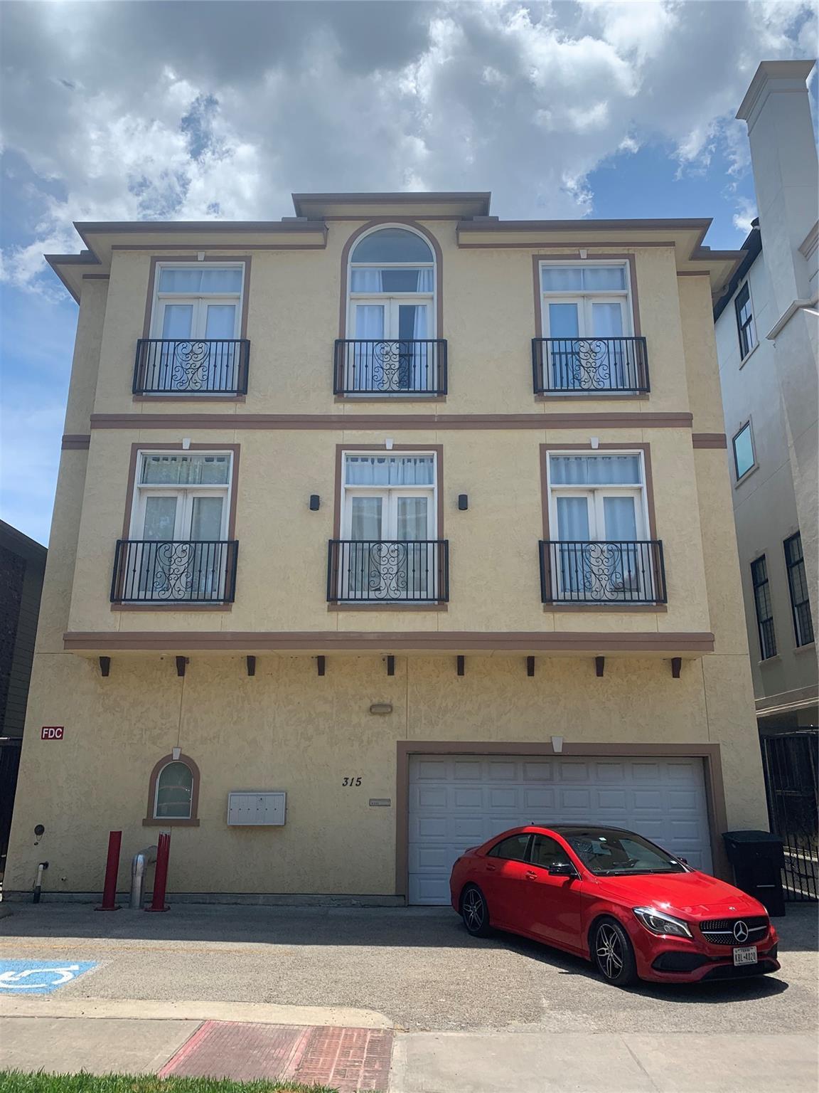 315 W Bell Street Property Photo