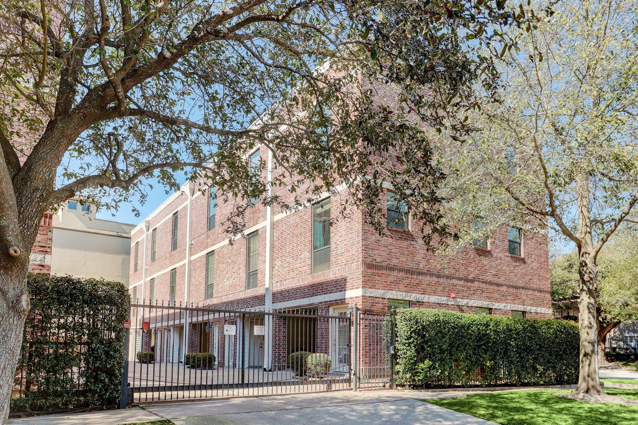 118 Mcgowen Condo Real Estate Listings Main Image