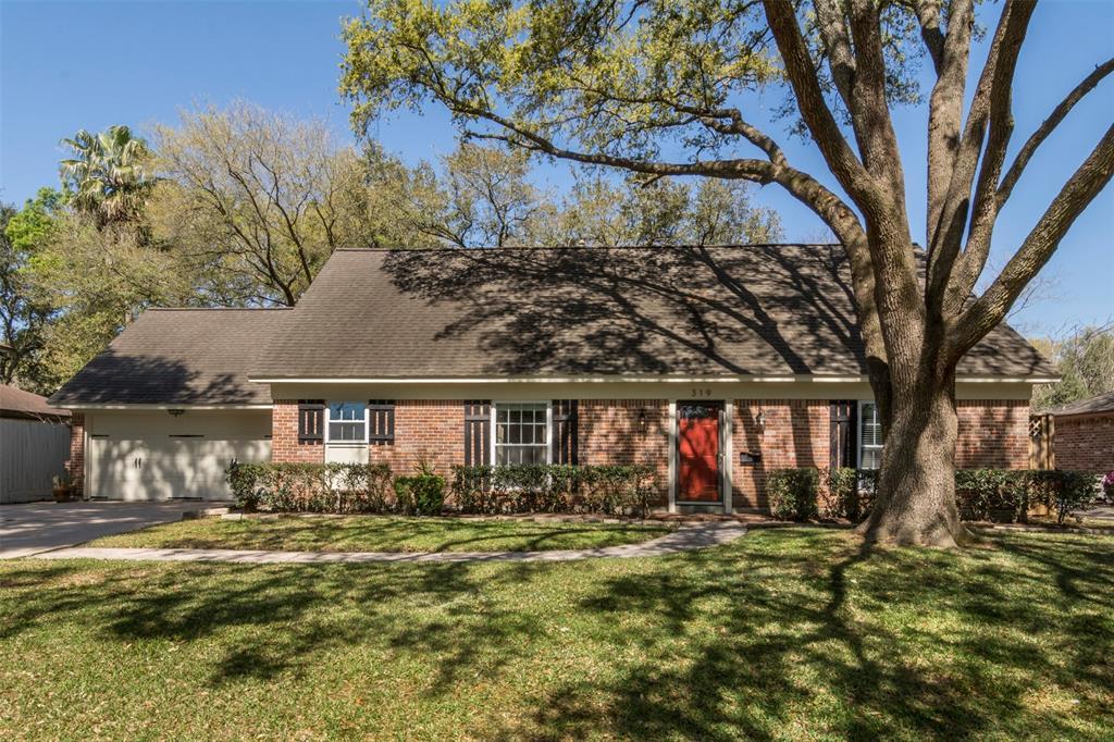 319 Hickory Ridge Drive, El Lago, TX 77586 - El Lago, TX real estate listing
