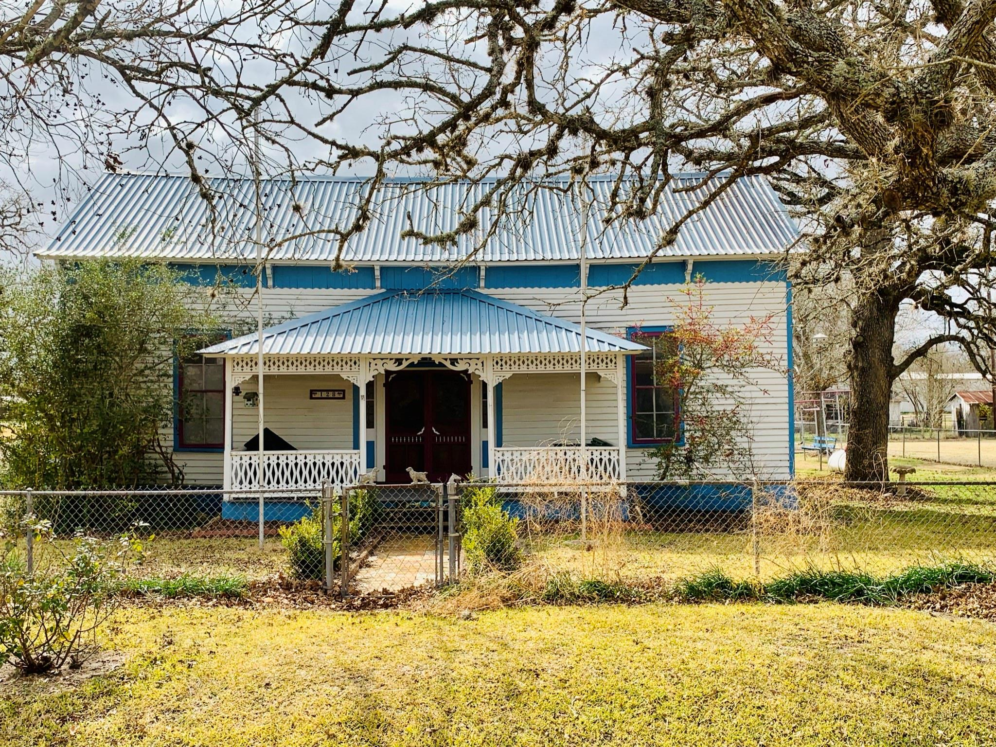 128 E Hollmann Street Property Photo
