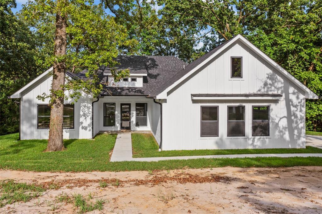 120 Bending Oak Drive Property Photo - Pollok, TX real estate listing
