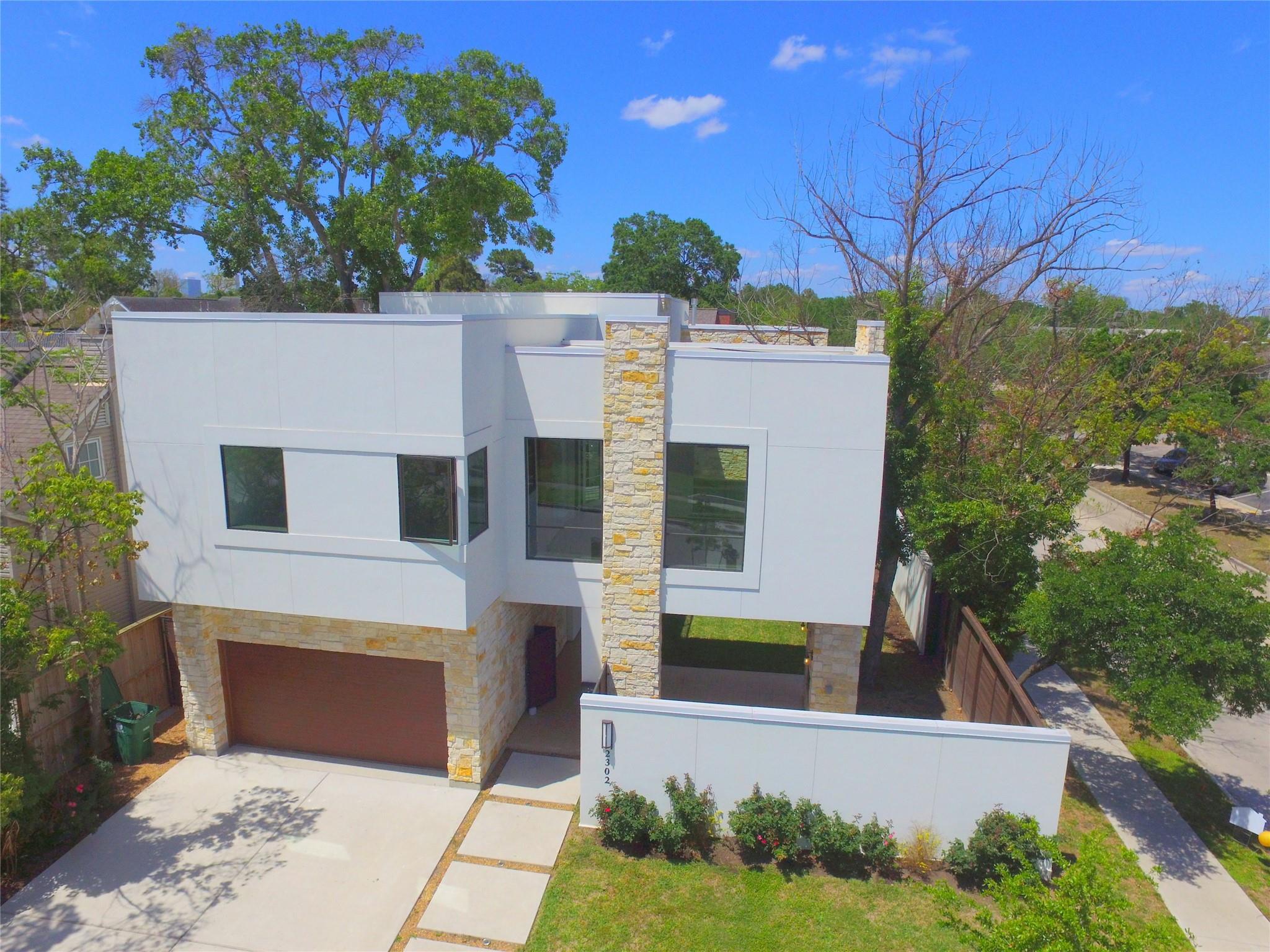 2302 Sheridan Street Property Photo