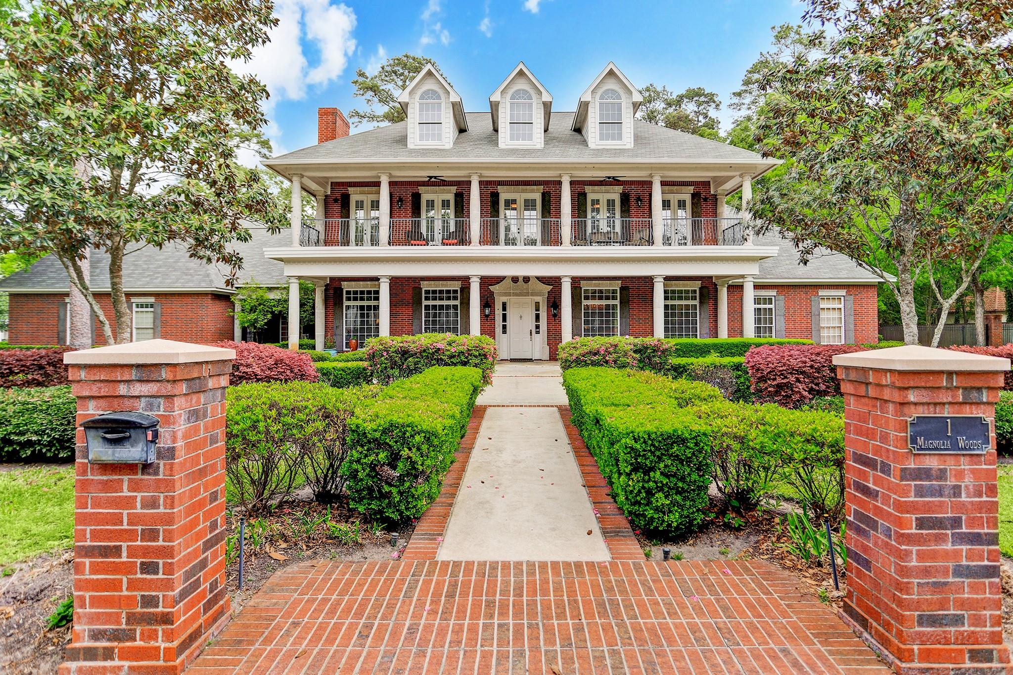 1 Magnolia Woods Drive Property Photo - Kingwood, TX real estate listing