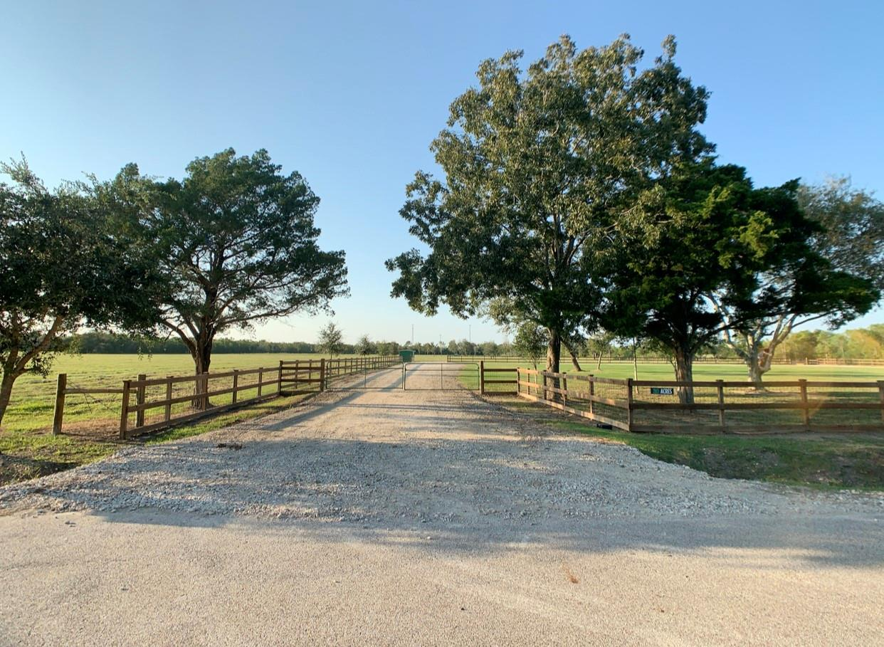 9020 County Road 196 Property Photo - Liverpool, TX real estate listing