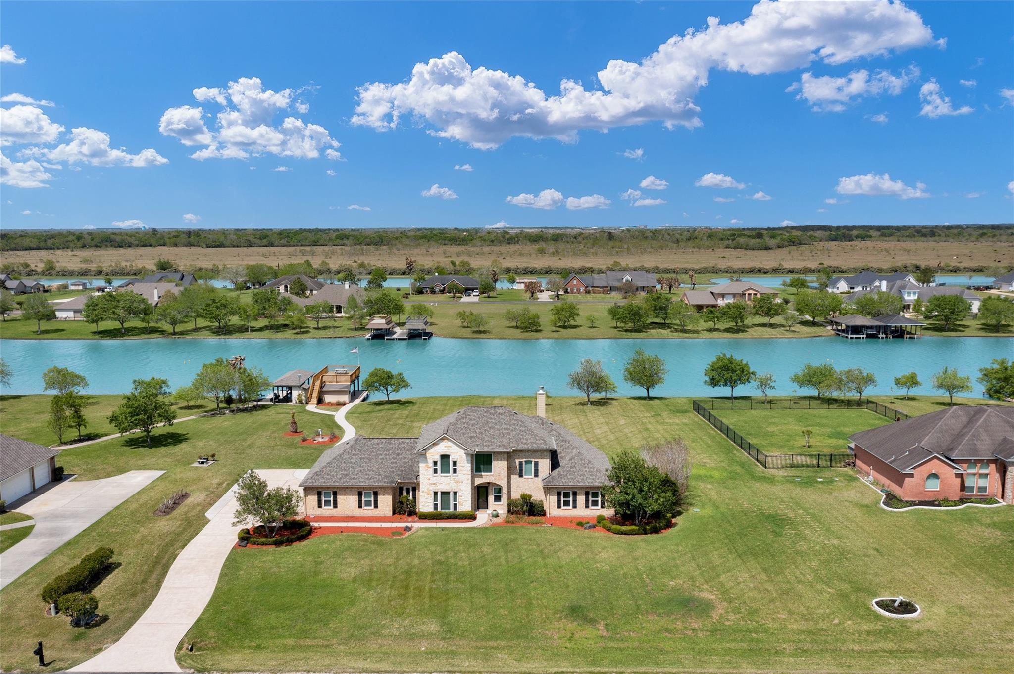 330 Lago Circle Drive N Property Photo