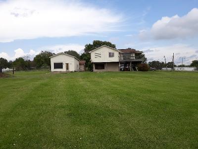 407 Ilfrey Street Property Photo - Baytown, TX real estate listing
