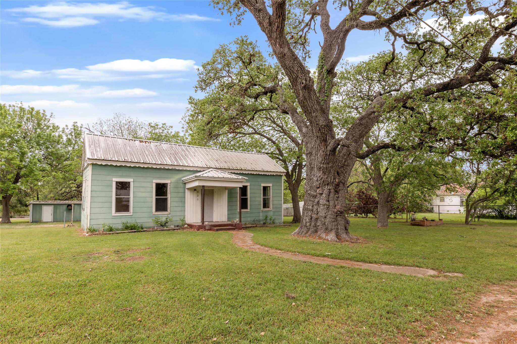 820 N Colorado Street Property Photo - Burton, TX real estate listing