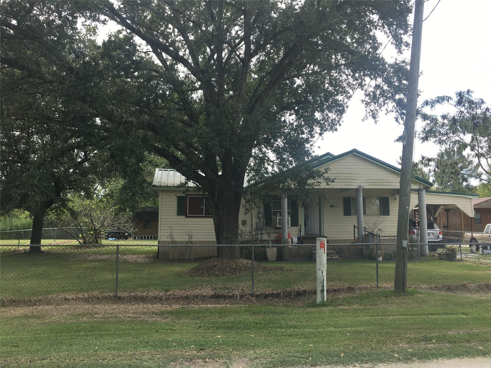 138 County Road 2414 Property Photo - Hull, TX real estate listing