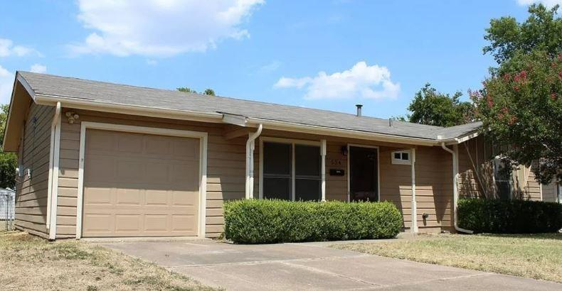 524 NW Renfro Street Property Photo - Burleson, TX real estate listing